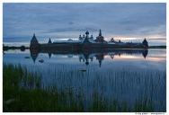 Вид на Соловецкий монастырь со стороны Святого озера.